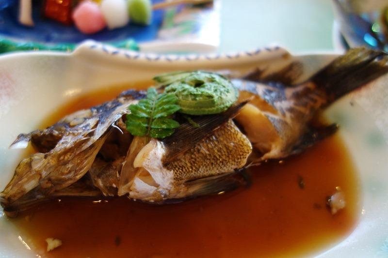 サンビーチおきみの夕食で出てきたメバルの煮つけ