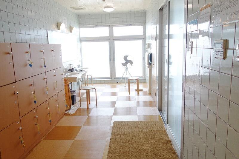 サンビーチおきみの開放感あふれる浴場