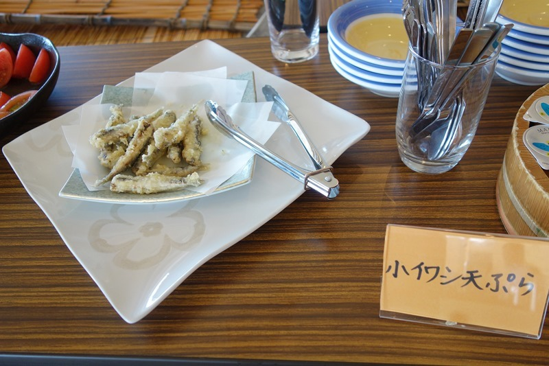 サンビーチおきみの朝食バイキングで出される小イワシの天ぷら
