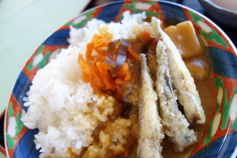 小イワシの天ぷらと江田島海軍カレーのコラボ