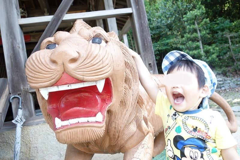 サンビーチおきみ横にある入鹿明神社の獅子像