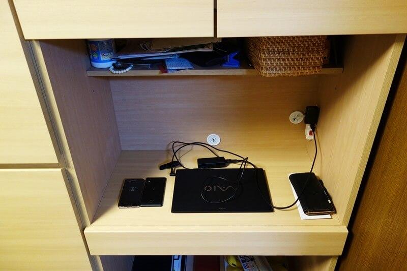 我が家の書斎。デカイサブディスプレイはとても置けない。