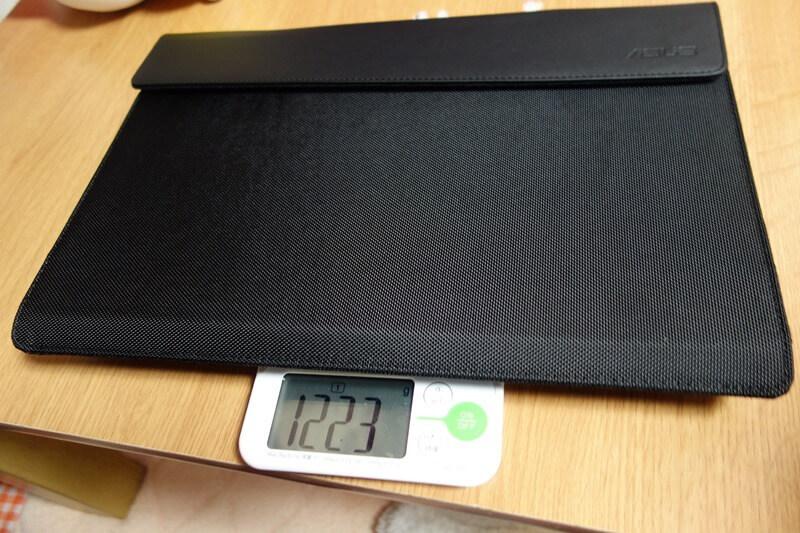 ケースも含めて重力計測。およそ1.2kg。持ち運びできる!