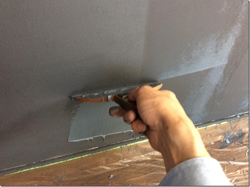 ヘラを使ってもマグネット塗料は重い・・・