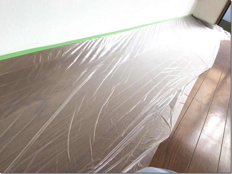 できるだけ汚さずに壁をマグネット・黒板化するため養生シートをセット
