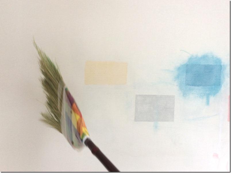 壁をマグネット・黒板化するために、ヤスリの削りカスを除去。